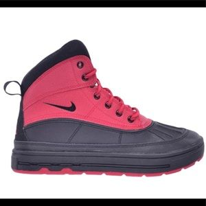 Nike Woodside 2 High GS 'Distance Red' 5.5Y boot